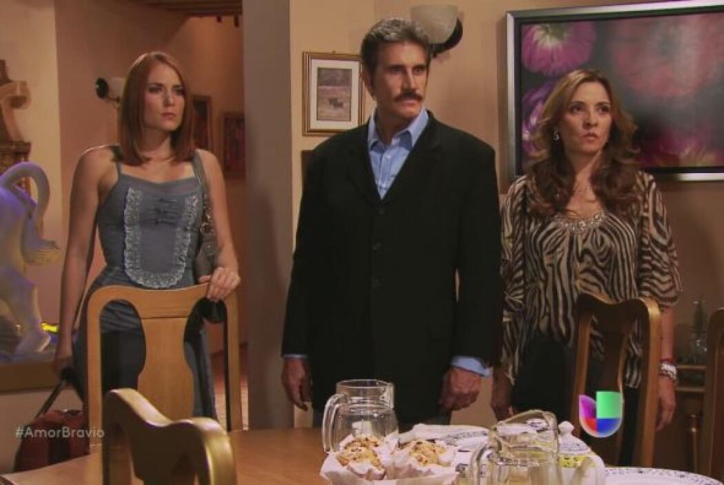 Cayetano está embriagado de Isadora, la defiende frente a los padres de...
