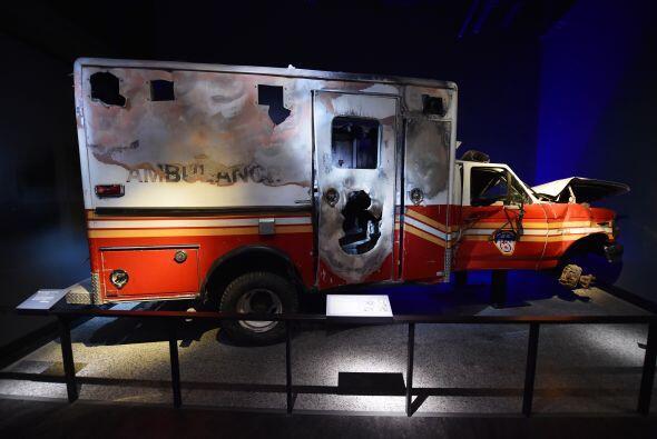 Imagen que muestra los restos de una ambulancia.