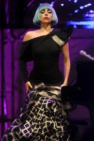 Su fama ha traspasado fronteras y sus vestidos ya son del gusto del públ...