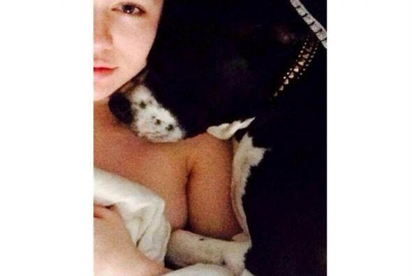 Miley Cyrus es otra famosa que se va a la cama con cámara en mano...