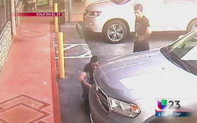 Revelan imágenes de ladrones de residencia en Hialeah