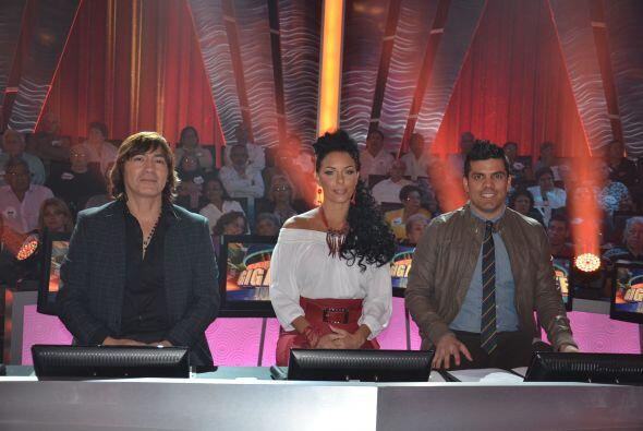 Estos tres expertos integraron el panel de jueces. En el centro se encue...