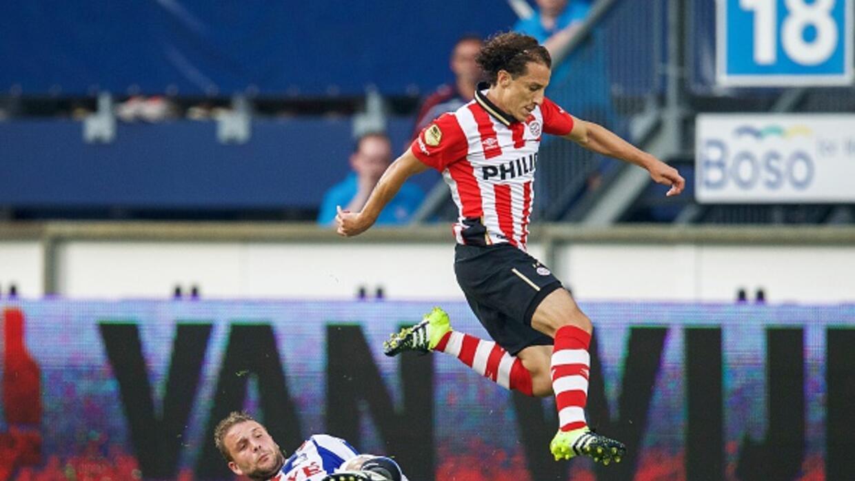 Guardado jugó los 90 minutos en el empate del PSV.