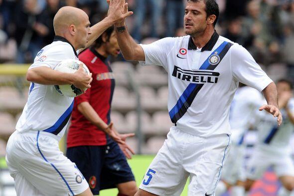 Finalmente Esteban Cambiasso, otro sudamericano, anotó el 2 a 2 final.