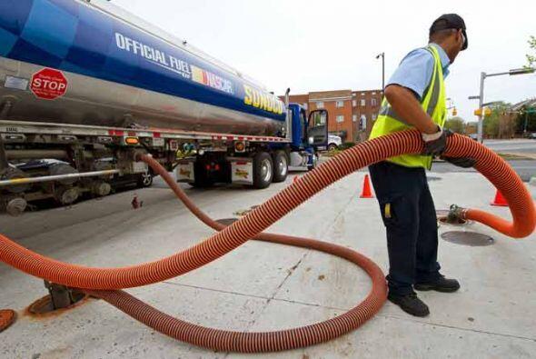 Finalmente, los expertos recomiendan no comprar gasolina inmediatamente...