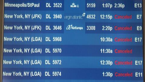Más de 700 vuelos cancelados en aeropuertos de Chicago por el clima