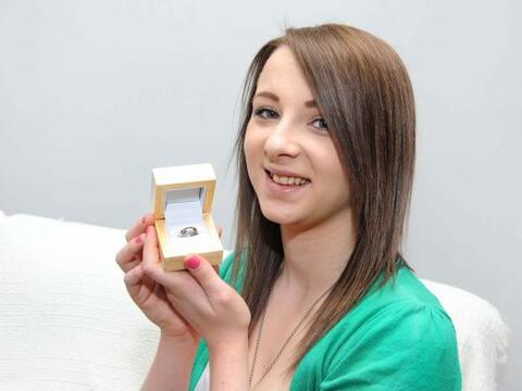 Un soldado le propuso matrimonio a su novia con un anillo que él...