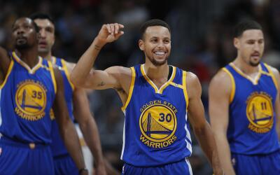 Stephen Curry  anotó 33 puntos.