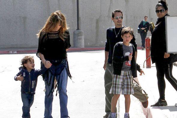 JLo disfrutaba salir a pasear no sólo con sus hijos, sino también con lo...