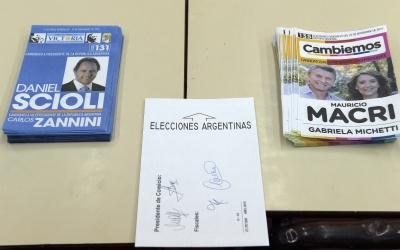 Papeletas de Scioli y Macri