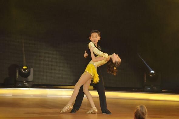 Cabe mencionar el gran esfuerzo de los coreógrafos pues gracias a ellos...