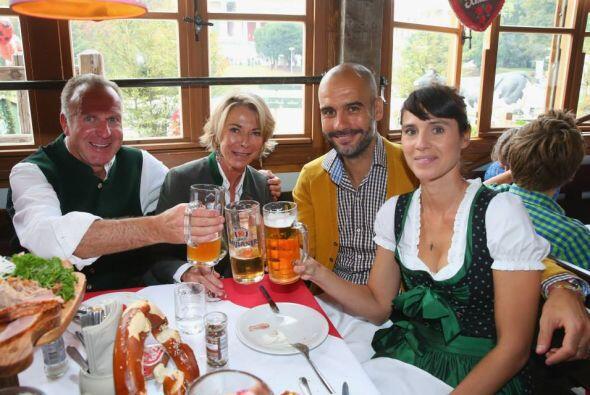 Jugadores y el cuerpo técnico del Bayern Múnich disfrutaro...