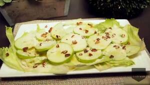 Refrescante ensalada de manzana verde y lechuga