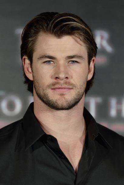 Chris Hemsworth se deja esa ligera barba para que no se nos olvide que e...