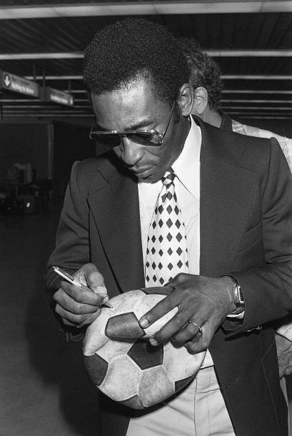 Imagen de Pelé cuando jugaba en el Cosmos de Nueva York, pinta me...