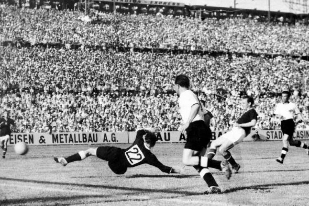 En Suiza 1954, Hungría y Alemania Occidental empataban 2-2 en la final,...