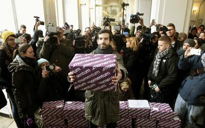 Se reunieron más de 200 mil firmas para pedir un referendum en Bu...