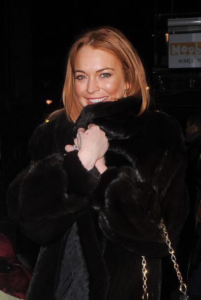 Lindsay Lohan salió a cenar durante una noche gélida en Lo...