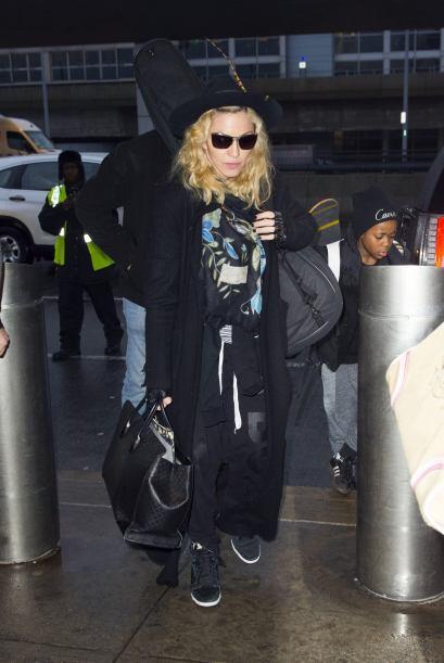 La reina del pop desatinó con un look bastante desarreglado. Ahor...