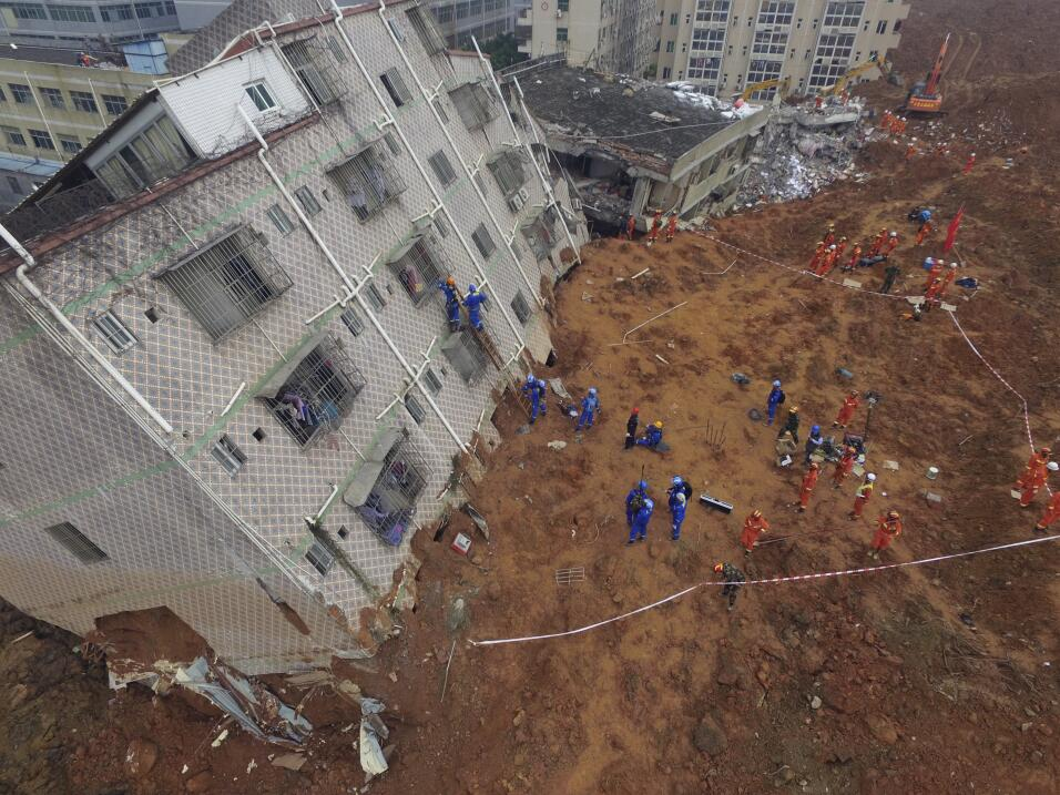 Hombre sobrevivió 60 horas tras deslave en China desastre8.jpg