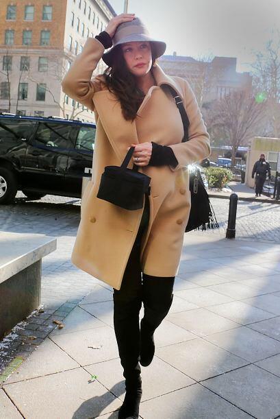 ¡Hasta con ropa de invierno se ve hermosa!