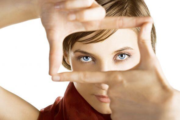 Descubre seis cosas que podrían estar dañando tus ojos y cómo protegerlos.