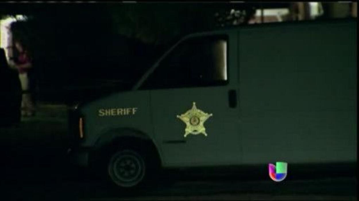 Autoridades que investigan en Texas los asesinatos del procurador del Co...