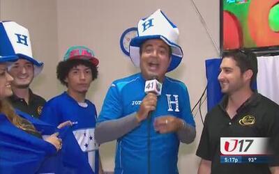 Aficionados hondureños apoyan a su equipo