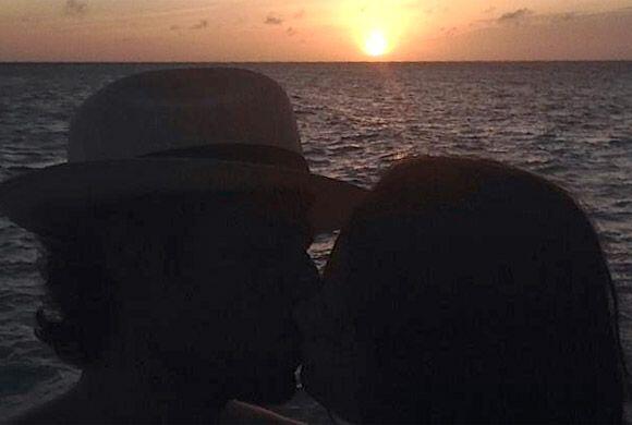 Ana y Luis disfrutando de un bello atardecer. (Junio 10, 2014)
