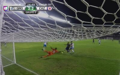 'Tito' Villa arriesga el físico para hacer el 3-2 de Gallos ante Cruz Azul