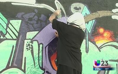 Graffitero hospitalizado tras ser arrollado por policía