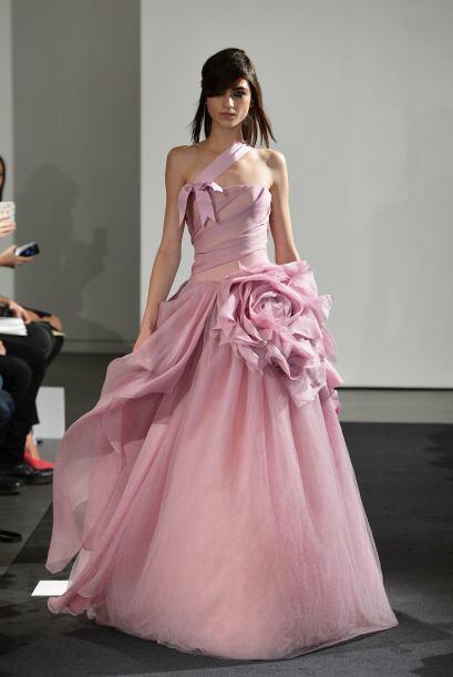 Una hermosa boda invernal con tonos rosa pastel es perfecta para una nov...