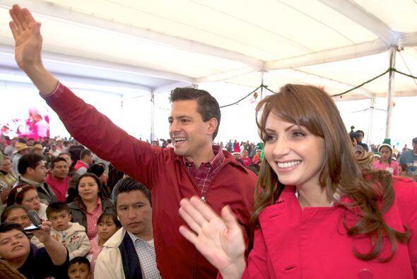 """Enrique Peña Nieto se lanzó como candidato del """"Partido Revolucionario I..."""