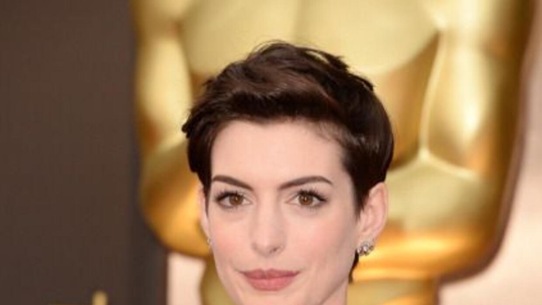 Anne Hathaway se enamoró de la comodidad que proporciona el cabello cort...