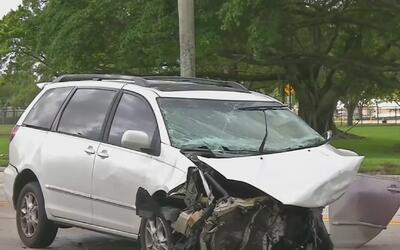 Violento choque entre dos automóviles en Davie deja a dos niños y un adu...