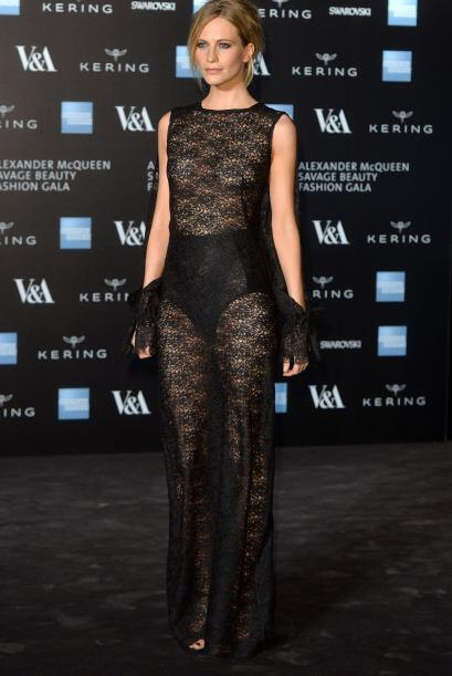 Poppy Delevingne fue otra que asistió al evento. La modelo portó un vest...