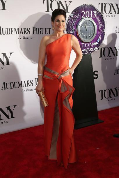 El naranja es el color del verano y la actriz Stephanie J. Block lo sabe...