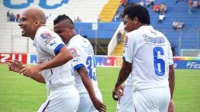 Olimpia goleó 3-0 al Victoria