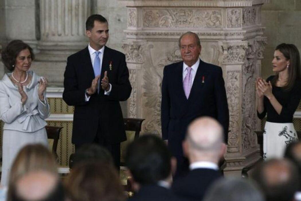 El Rey Juan Carlos recibe el aplauso de la Reina Sofía, el Príncipe de A...