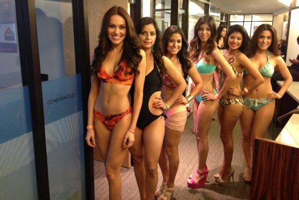 Tremendo desfile de chicas bellas se formó en las oficinas de la cadena...