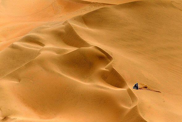 Además del calor y el sol, el viento en las dunas fue otro castig...