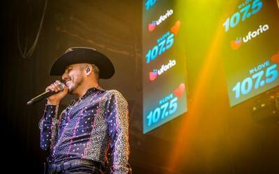 El cantante Espinoza Paz conquistó a sus fans con una increíble presenta...