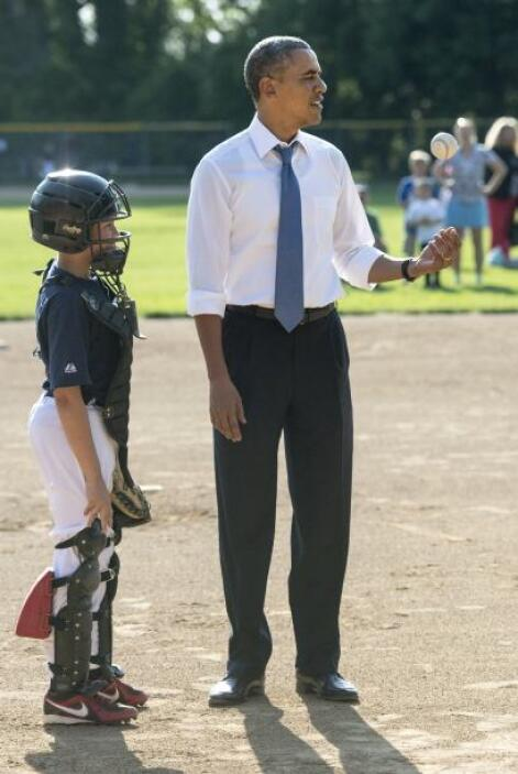 Obama estrechó la mano de los jugadores.