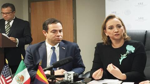 La Ministra de Relaciones Exteriores, Claudia Ruíz junto al Sub s...