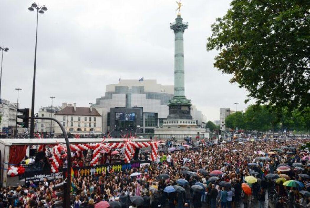 Tmbién en Francia salieron a las calles.