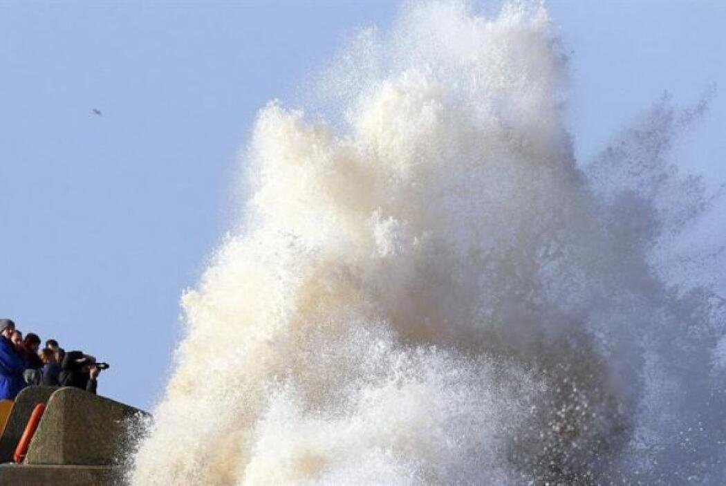 No obstante, residentes de zonas costeras se preparan para más inundacio...