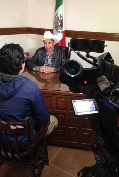 José González es el alcalde de Iturbide. Él espera...