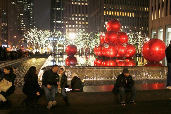 La luz navideña se posó en todos los rincones creando un a...