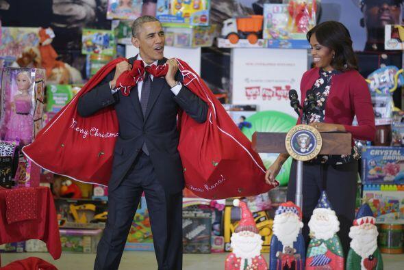El presidente Obama como todo un Santa Claus: ¡jo, jo, jo...!
