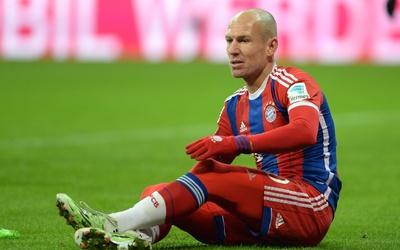 Arjen Robben no podrá jugar con el Bayern por una nueva lesión.